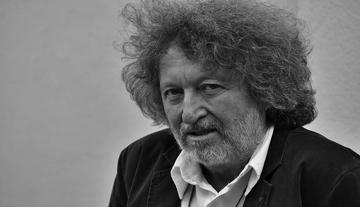 Zalán Tibor: Az író A papír